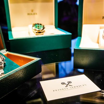 Er zijn drie horloges van Rolex opgesteld tijdens een bedrijfsfeest in 's Graevenhof in Antwerpen